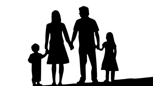 Photo of ¿Quieres que los españoles tengan hijos? Pues ayuda a los españoles