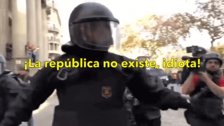 """Photo of El linchamiento del mosso que dijo: """"La república no existe, idiota"""""""