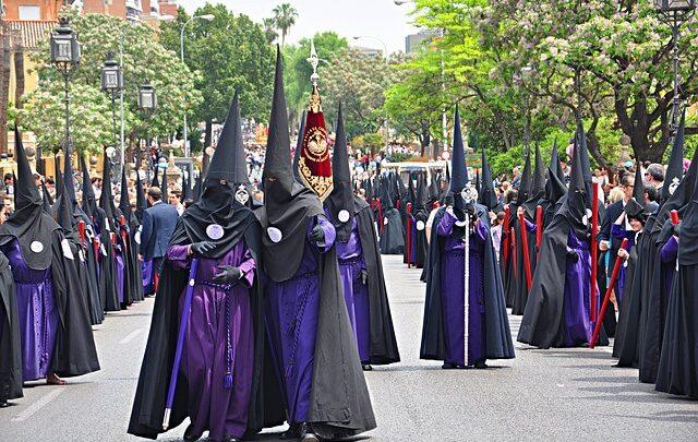 Photo of Profesores laicos pretenden prohibir las procesiones en los centros sevillanos