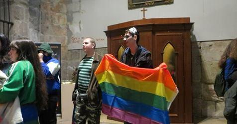 Photo of Abogados Cristianos se querella contra los activistas del colectivo LGTBI que irrumpieron en la Catedral de Alcalá de Henares durante una misa
