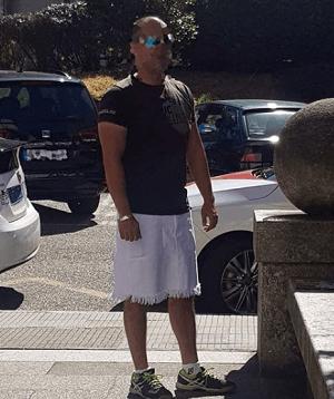 Photo of Denuncian a un taxista de Vigo por utilizar falda al estar prohibidos los pantalones cortos