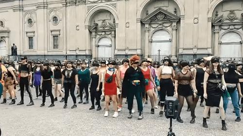 Photo of Cuatro chilenas se inventan un baile contra la violencia machista