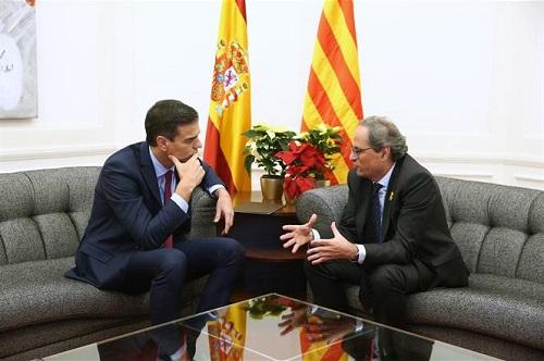 Photo of Sánchez llama a Torra y acuerdan reunirse para «resolver» el «conflicto político»
