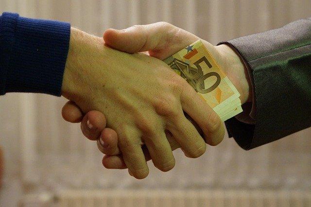 Photo of Recortar lo malo o innecesario, es saber gobernar; Regalar dinero, no
