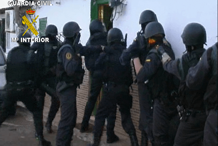 Photo of La Guardia Civil detiene a tres personas como responsables de un depósito de explosivos de ETA