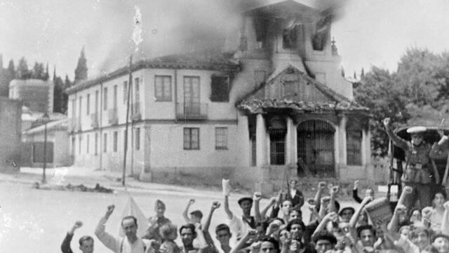 Photo of En España hubo un genocidio católico: el análisis que reciben estos días cientos de cargos públicos