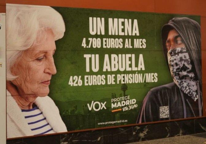 Photo of De bruces con el cartelito