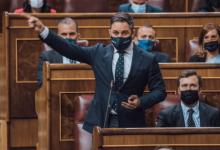Photo of Abascal a Sánchez: «Seguiremos cruzando sus alambradas antidemocráticas, y no podrá impedirlo»